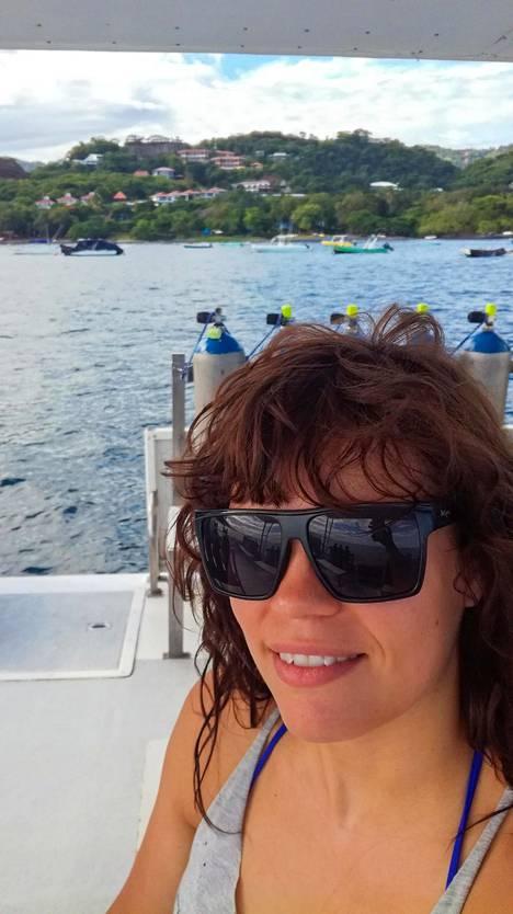 Laine on tehnyt visiittejä myös Costa Ricaan. Sieltä hän hankki joogaopettajan paperit.