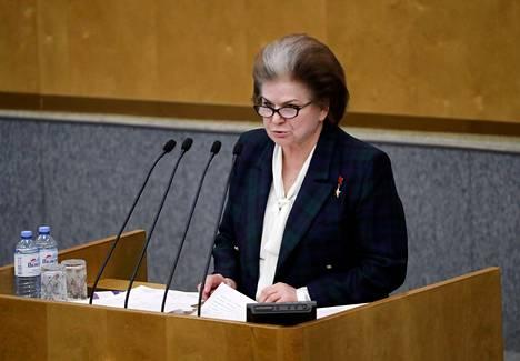 Kansanedustaja, ex-kosmonautti Valentina Tereshkovan mielestä Venäjän perustuslaista voitaisiin poistaa presidenttikausien määrää koskevat rajoitukset jopa kokonaan.