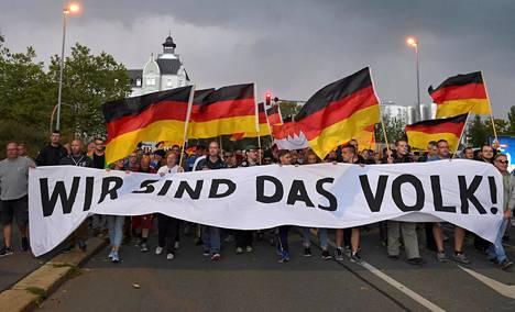 Äärioikeistolaiset tahot ovat järjestäneet elokuun lopulta lähtien useita marsseja ja mielenilmauksia Chemnitzissä.