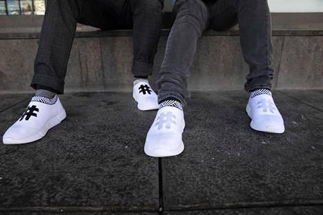 Kenkiä saa useassa värissä. Koetilanteessa mukana oli vain valkoisia kenkiä.