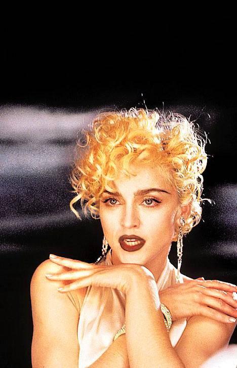 Madonna vuonna 1990 levy-yhtiön virallisessa kuvassa. Uransa hän aloitti jo 70-luvun lopussa.