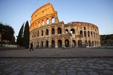 Italiassa ulkona saa liikkua vain poikkeustapauksissa.