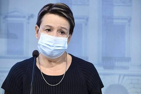Sosiaali- ja terveysministeriön kansliapäällikkö Kirsi Varhila STM:n ja THL:n tilannekatsauksessa koronavirustilanteesta valtioneuvoston tiedotustilassa 26. marraskuuta 2020.
