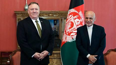 Ulkoministeri Mike Pompeo tapasi Afganistanin presidentin Ashraf Ghanin Kabulissa maanantaina.