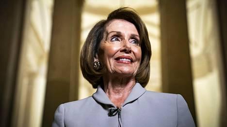 Demokraattien Nancy Pelosin odotetaan nousevan edustajainhuoneen puhemieheksi.