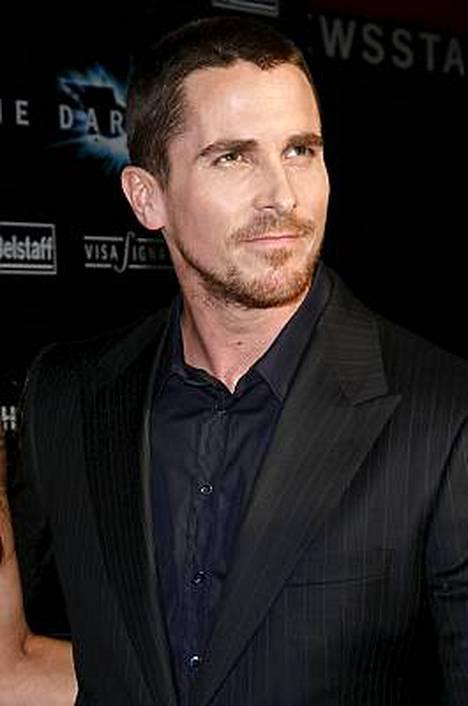 Yön ritari on toinen elokuva, jossa Batmanin roolin tekee Christian Bale.