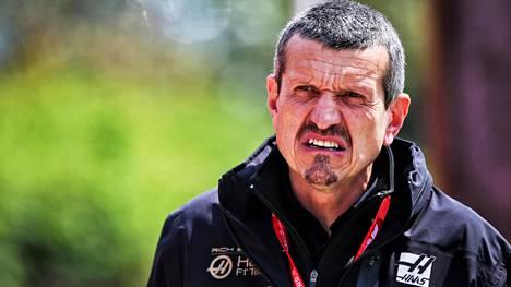 Haasin tallipäällikkö Günther Steiner oli vähäsanainen sponsorisopasta.