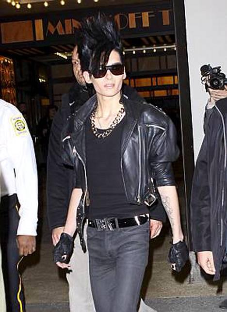 Tokio Hotelin laulaja Bill Kaulitz unohtaa välillä syödä.