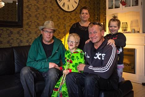 Apumies-Markku auttaa ohjelmassaan tavallisia perheitä niin pienissä kuin isoissakin pulmatilanteissa.