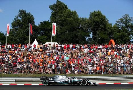 Lewis Hamilton vauhdissa Hungaroringilla elokuussa 2019.