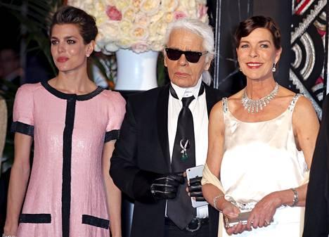 Prinsessa Carolinen läheinen ystävä, Chanelin pääsuunnittelijana toimiva Karl Lagerfeld nähtiin myös kutsuvieraiden joukossa.