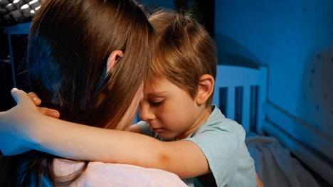Kaikessa kertomisessa huomioidaan toki lapsen ikätaso, mahdolliset neuropsykiatriset haasteet sekä kielellinen ja emotionaalinen kehitys.