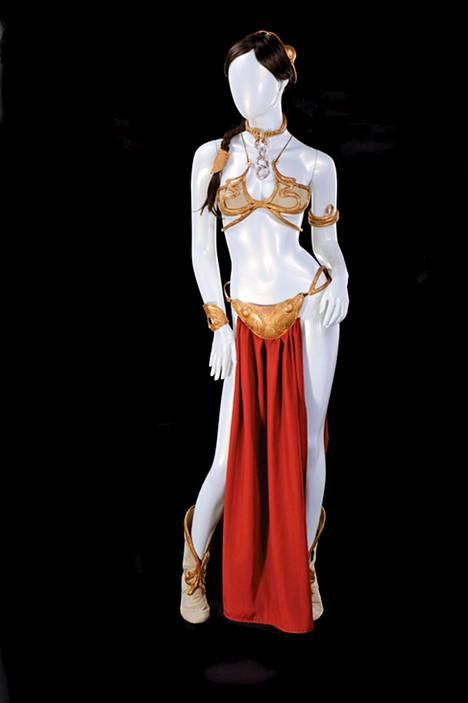 Prinsessa Leian orja-asu oli Carrie Fisherin yllä vuoden 1983 elokuvassa Tähtien sota – Jedin paluu.
