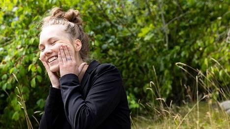 MTV:n uusi tv-meteorologi Jenna Salminen odottaa innoissaan uutta työtään.