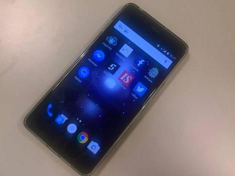 OnePlus X on viisituumainen keskisarjan puhelin.