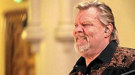 Vesa-Matti Loiri lauloi joululauluja Johanneksen kirkossa joulukuussa 2011.