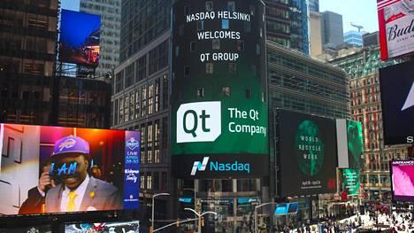 Qt Group toivotettiin tervetulleeksi pörssiin New Yorkin Times Squaren valomainoksessa.
