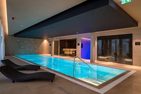 Hotel L'Embitun erikoisuus on spa- ja rentoutumisalue. Iltaisin alue on pyhitetty aikuisten käyttöön. Alle 16-vuotiaat pääsevät polskimaan kello 10 ja 18 välillä.