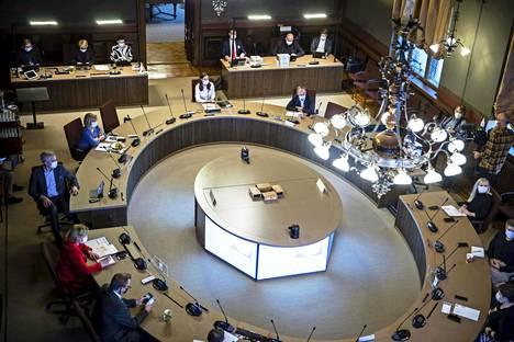 Hallitus keskusteli tartuntalain muutostarpeista keskiviikkona yhdessä opposition kanssa Säätytalolla järjestetyssä tilaisuudessa.
