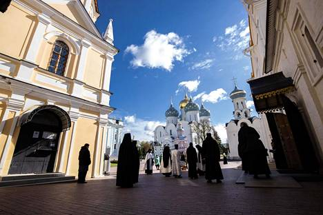 Troitse-Sergijevin luostari on Venäjän ortodoksikirkon keskus noin 70 kilometriä Moskovan ulkopuolella Sergijev Posadissa.