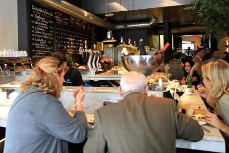 Kolmen ruokalajin lounaan syö Madridissa kympillä, Maaret kertoo.