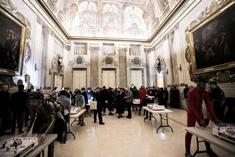 Tältä Terinitin ja Rolf Ekrothin tilaisuus näytti Pitti Uomossa Firenzessä.