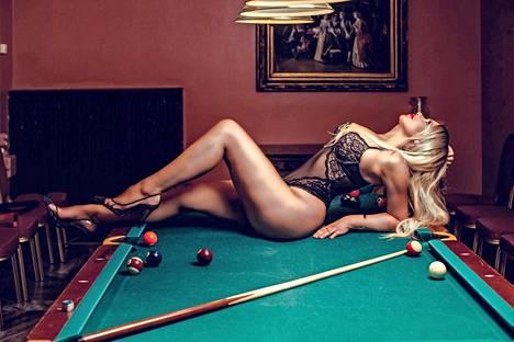 Laulaja sanoo yllättyneensä siitä, kuinka sensuelleja Portugalin Playboyn kuvat ovat.