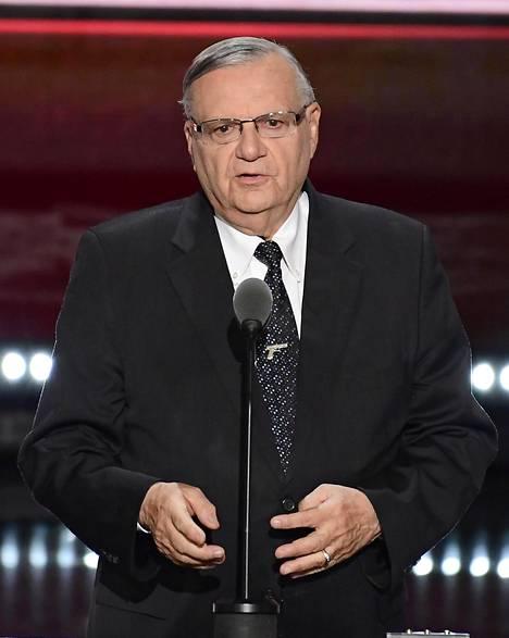 Arpaio nousi urallaan Yhdysvaltain kuuluisimmaksi sheriffiksi nöyryyttämällä tahallaan piirikuntansa rikollisia.