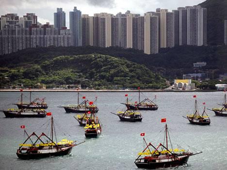 Kalastusaluksia Hongkongin edustalla.