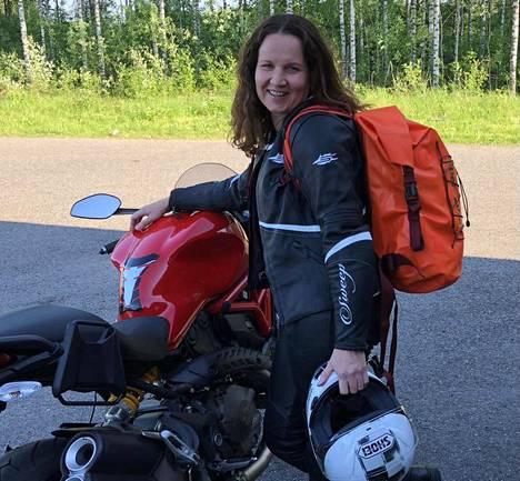 Johanna Heikkilä harrastaa moottoripyöräilyä vapaa-ajalla.
