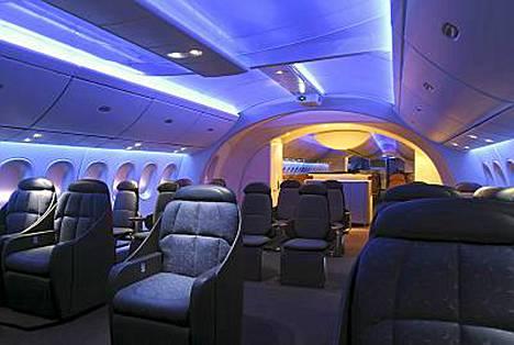 Dreamlinerin sisätilat ovat futuristisen ylelliset.