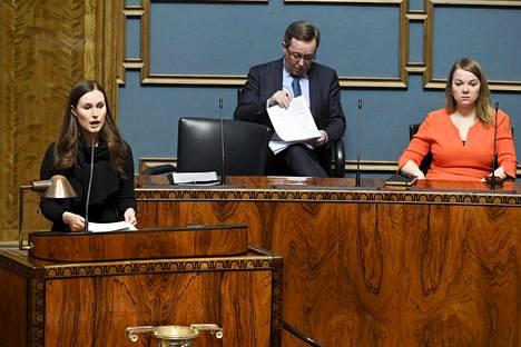 Pääministeri Sanna Marinin (sd) hallituksen kestävyyttä koetellaan syksyn budjettiriihessä. Koronatalkoot ovat Mika Lintilän mukaan edessä kaikilla hallituksilla tulevien kymmenen vuoden aikana.