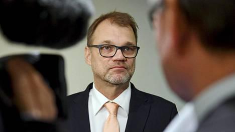 """Pääministeri Juha Sipilä luonnehtikin hallituksen ja ay-liikkeen välille syntynyttä tilannetta """"välirauhaksi""""."""