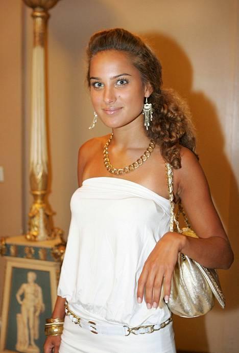 Bloggaajanakin tunnettu Didem poseeraa bandeau-tyylissä vuonna 2006.