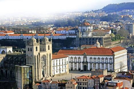 Vanhankaupungin katedraalit ovat tärkeä osa Porton karismaa. Niistä tunnetuin on kuvassa näkyvä Sé.