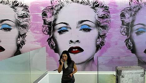 Madonnan kuvat komistavat hänen kuntoklubinsa seiniä.