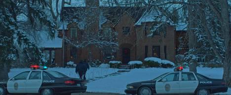Casting JonBenet -dokumenttiin on lavastettu kohtauksia murhatapauksen kulusta. Lavastetut kohtaukset tuovat mieleen Fargo-elokuvan tunnelman.
