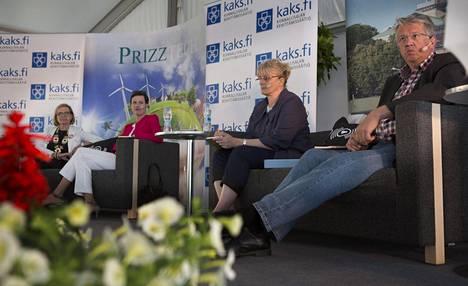 Paula Risikko, Maarit Feld-Ranta, Pirkko Mattila ja Juha Rehula SuomiAreenalla Porissa vuonna 2013.