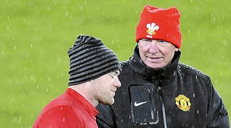 Manchester Unitedin ykköspyssy Wayne Rooney ja Sir Alex Ferguson taistelevat jälleen tiukasti Valioliigan mestaruudesta.