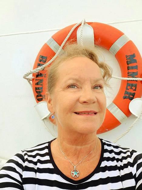 Anne-Marie Takalo kertoo saavuttaneensa jo mielentilan, joka auttaa jaksamaan arkea laivalla. Suomeen tekisi silti mieli päästä jo käymään.