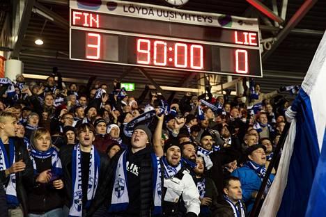 Suomen maajoukkueen kannattajille on varattu oma osuutensa lippukiintiöstä.