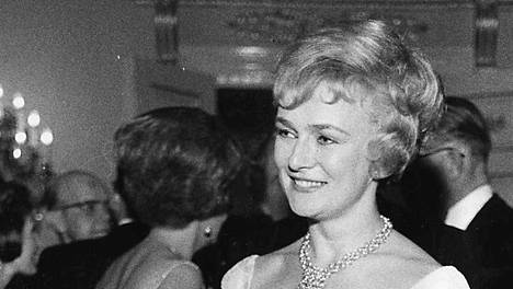 Näyttelijä Elina Pohjanpää Linnan juhlissa vuonna 1965.