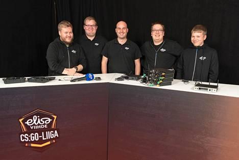 Elisa Viihde CS:GO -sarja on Elisan toistaiseksi suurin esports-projekti. Kuvassa tuottajat (vasemmalta oikealle) Ville-Valtteri Veikkolainen, Joel Pilli, Teemu Koski, Jarkko Räsänen ja Toni Roininen.