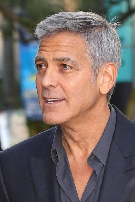 George Clooney sanoo hiustensa olevan niin helppohoitoiset, että hän leikkaa ne itse.