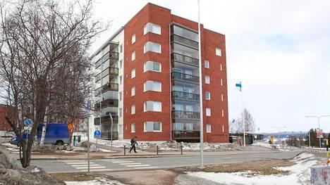 Rovaniemen Majakan autopaikat menevät, ja pysäköinninvalvojaa on jouduttu pyytämään paikalle.