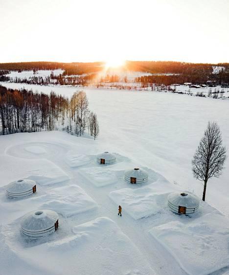 District Rovaniemi tarjoaa majoitusta mongolialaisissa jurtissa eli teltoissa, jotka pysyvät lämpöisinä myös kovilla talvipakkasilla.