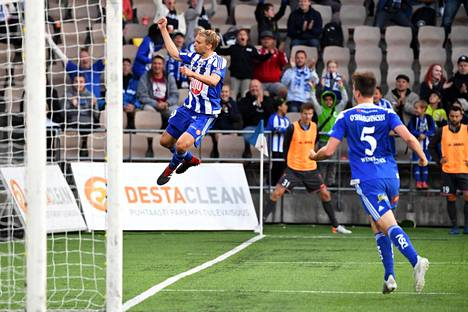 Tim Väyrynen vei HJK:n 2–1-johtoon.