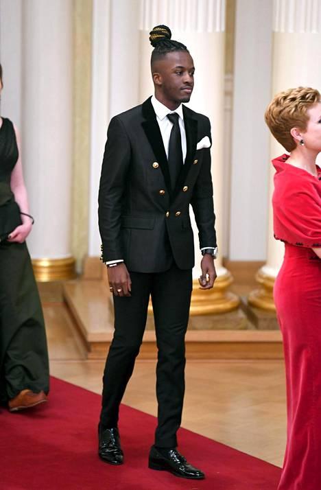 19-vuotias Antonio Teca kertoi IS:lle valinneensa asuunsa teeman, joka kuvastaa sekä suomalaisuutta että afrikkalaisuutta.
