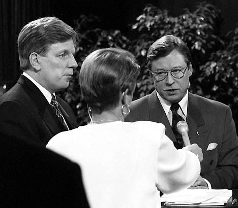 Pertti Salolainen oli kokoomuksen puheenjohtajana (1991-1994) Esko Ahon hallituksen aikana. Salolainen sai pyyhkeitä pehmeästä johtamisesta ja hallituksessa kokoomuksen ääntä piti yllä valtiovarainministeri Iiro Viinanen.