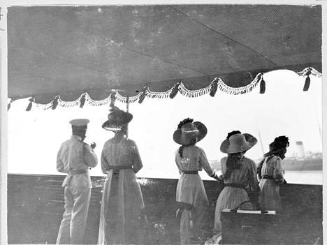 Keisariperhe vietti yksistään vuonna 1908 Virolahdella kokonaista 85 lomapäivää.
